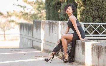 девушка, взгляд, модель, ножки, волосы, лицо, черное платье, высокие каблуки, tracy lopez