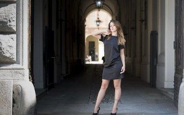 девушка, поза, взгляд, модель, ножки, волосы, лицо, черное платье, saula