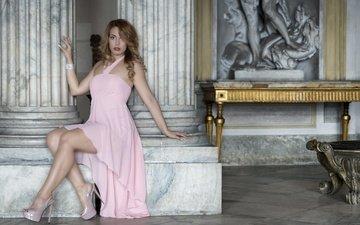 девушка, поза, взгляд, модель, ножки, волосы, лицо, дворец, розовое платье, высокие каблуки, deborah