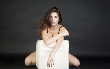 девушка, фон, поза, взгляд, модель, волосы, лицо, голые плечи, serena