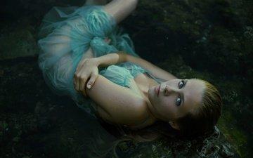 girl, look, legs, hair, face, sponge, wet, in the water, greta larosa