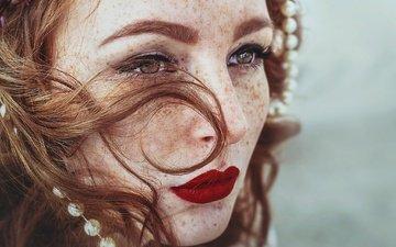 девушка, портрет, взгляд, рыжая, модель, губы, лицо, помада, веснушки, рыжеволосая, веснушки на лице