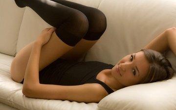 девушка, поза, улыбка, взгляд, чулки, волосы, лицо, диван, белье, шатенка