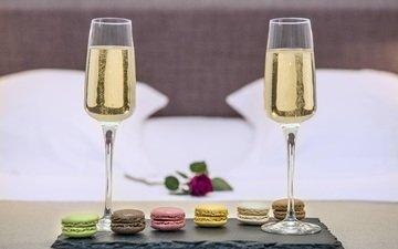 вино, бокалы, шампанское, печенье, макаруны