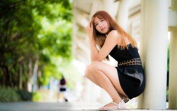 девушка, поза, взгляд, ножки, волосы, лицо, азиатка, черное платье, боке, сидя