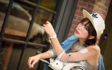 девушка, взгляд, часы, волосы, лицо, азиатка, кепка, мотороллер