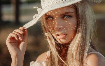 рука, девушка, блондинка, портрет, взгляд, модель, губы, лицо, шляпа, evgeny freyer