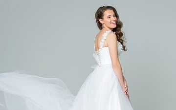 девушка, фон, платье, улыбка, макияж, прическа, в белом, невеста, шатенка