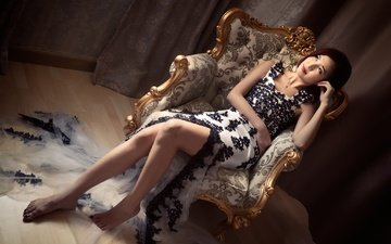 девушка, платье, поза, взгляд, модель, ножки, лицо, кресло, азиатка, босиком