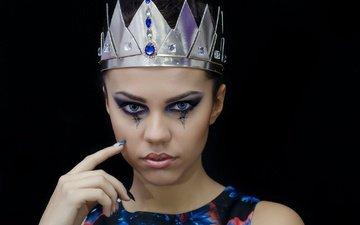 девушка, портрет, взгляд, модель, черный фон, губы, макияж, корона, маникюр, anna maria