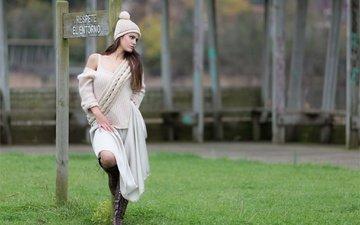 трава, девушка, взгляд, модель, волосы, лицо, шапочка, yoanna gonzalez