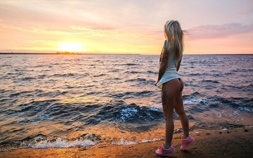 sunset, girl, sea, blonde, panties, tattoo, t-shirt, ass, sneakers