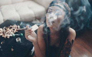 девушка, настроение, дым, курит, татуировка, сигара, кальян, закрытые глаза, хиппи, ольга лафёрова, viki