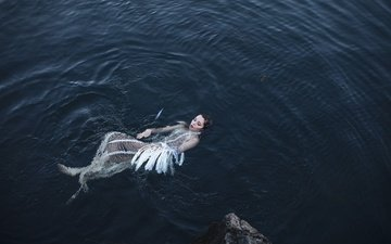 girl, model, face, feathers, in the water, aleah michele