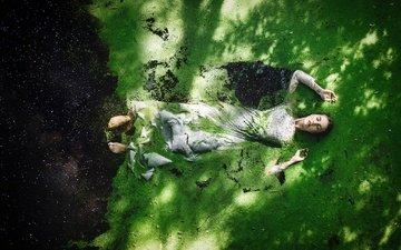 девушка, платье, модель, губки, ряска, в воде, alexandra cameron