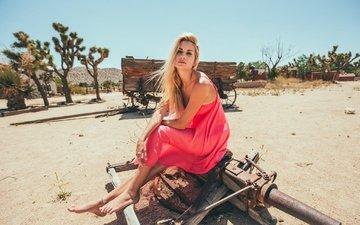 девушка, платье, поза, блондинка, песок, ножки, босиком