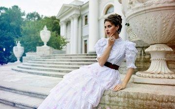 лестница, ступеньки, девушка, платье, взгляд, модель, лицо, дворец, макияж, прическа, особняк, боке
