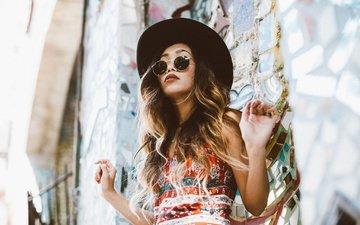 девушка, портрет, взгляд, очки, модель, волосы, губы, лицо, макияж, шляпа