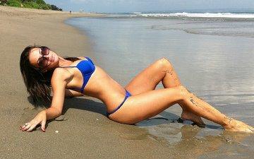 девушка, море, поза, песок, пляж, очки, купальник