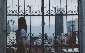 девушка, город, ворота, прогулка, длинные волосы