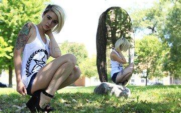 природа, девушка, поза, блондинка, зеркало, модель, татуировки, ножки, alysha nett