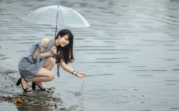 вода, девушка, улыбка, взгляд, волосы, зонт, лицо, азиатка