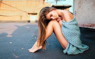 девушка, модель, лицо, свитер, сидя, закрытые глаза, на полу, босиком, голое плечо, виталий пляскин