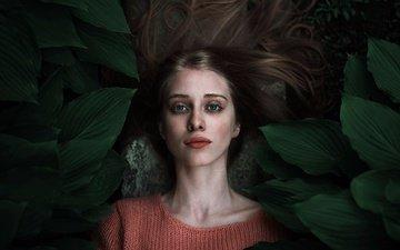 глаза, цветы, зелень, девушка, взгляд, волосы, лицо
