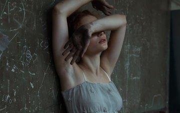 girl, model, chest, legs, sponge, gesture, her hands, greta larosa
