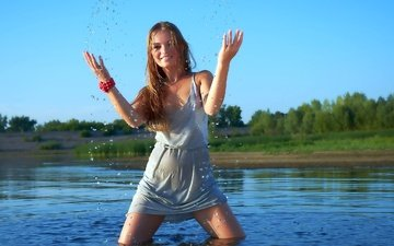 the sky, water, lake, girl, dress, smile, squirt, face, bracelet, emotions, wet, brown hair
