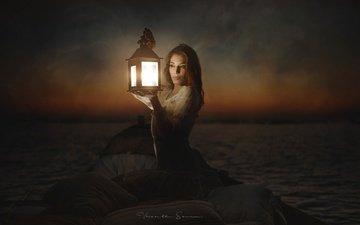 небо, ночь, озеро, природа, девушка, горизонт, взгляд, лодка, фонарь, волосы, лицо
