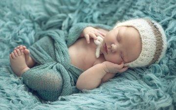 спит, ребенок, малыш, младенец, шапочка, мех, покрывало