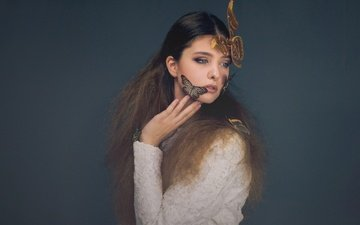 украшения, девушка, фон, взгляд, бабочка, волосы, лицо