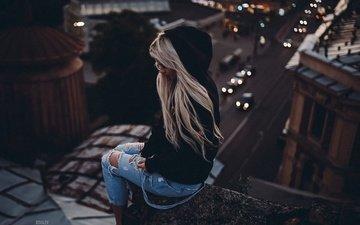 вечер, девушка, блондинка, высота, модель, джинсы, крыша, длинные волосы, сидя, артём ковалев