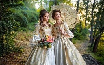 цветы, деревья, природа, лес, украшения, ретро, тропинка, девушки, зонт, макияж, платья, боке, нарядные, шатенки, прически