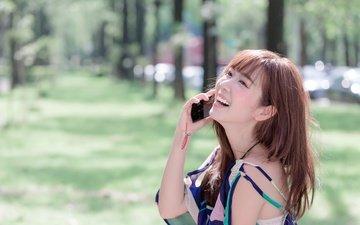 девушка, телефон, азиатка, смех, боке