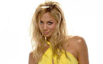 девушка, блондинка, взгляд, макияж, голые плечи, желтое платье