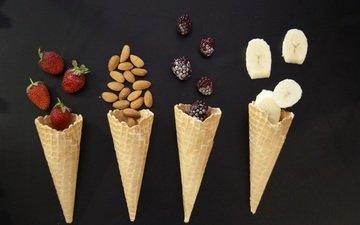 ягода, мороженое, фрукты, клубника, бананы, ежевика, миндаль, вафельный рожок