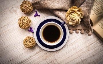 цветы, шары, напиток, кофе, салфетка, книга, деревянная поверхность