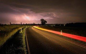 дорога, ночь, огни, молнии
