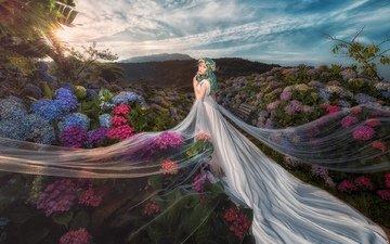 небо, цветы, облака, вечер, холмы, природа, девушка, фон, платье, кусты, лето, сад, красавица, ткань, волосы, наряд, белое, венок, азиатка, голубое, принцесса, невеста, фата, гортензия, длинное, цветущий, свадебное, подол