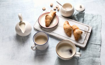 кофе, завтрак, сливки, круассаны, разделочная доска