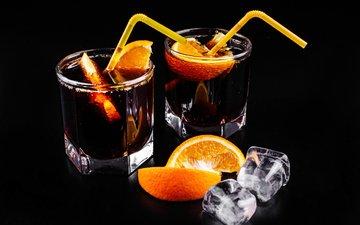 черный фон, апельсин, коктейль, напитки, дольки, стаканы, ром, трубочки, кола, кубики льда