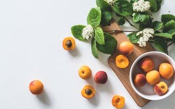 цветы, фрукты, тарелка, абрикосы, разделочная доска
