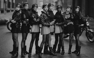 ретро, ножки, фигура, модели, сапоги, чернобелая, девушка в кепке, мини юбка, восемь девушек