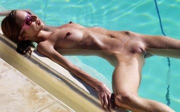 вода, красавица, ню, бритая, сексапильная, загоревшая, swimming pool