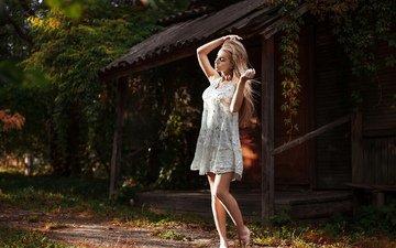 девушка, платье, поза, блондинка, грудь, ножки, фигура
