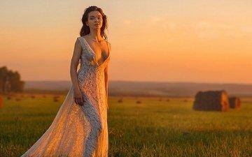 девушка, поле, грудь, ножки, белое платье, шикарная фигура, кружевное платье