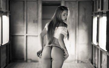 девушка, поза, попа, трусики, модель, стринги, попка, задница, шатенка, жопа, снимает