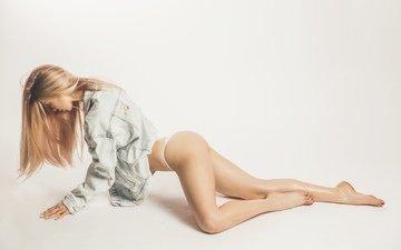 девушка, блондинка, попа, трусики, модель, белье, стринги, попка, задница, жопа, танга, раком